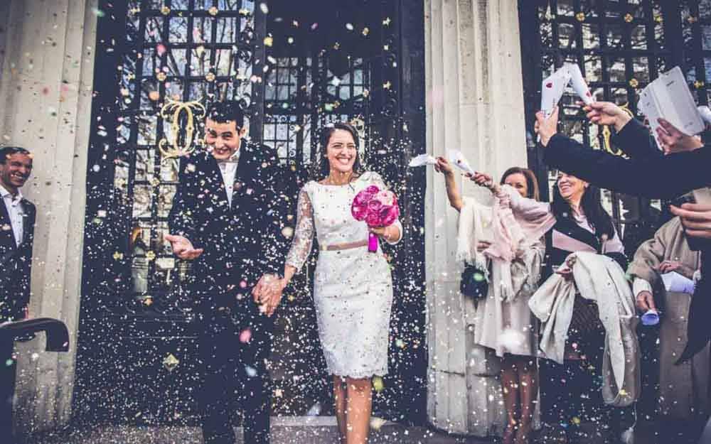 photographe pour paris mariage 20- sortie de mairie